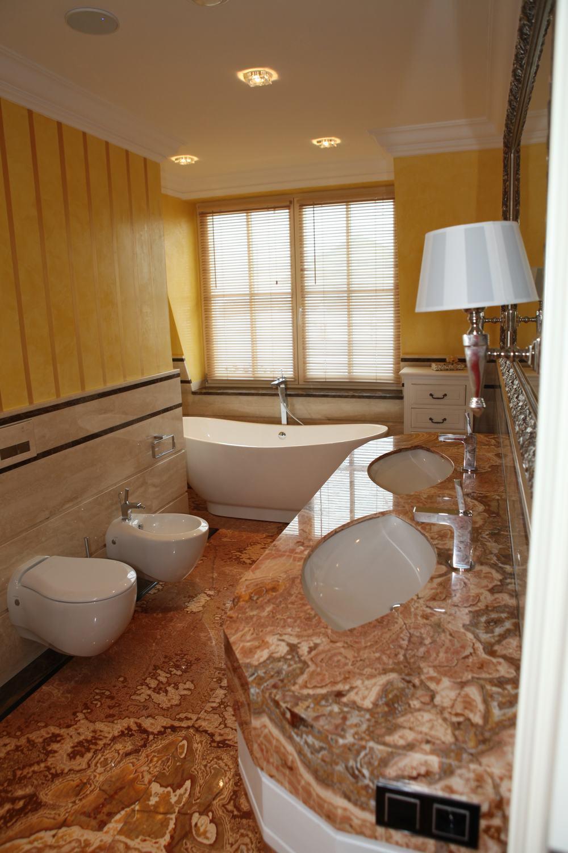 Łazienki z onyksu i marmuru