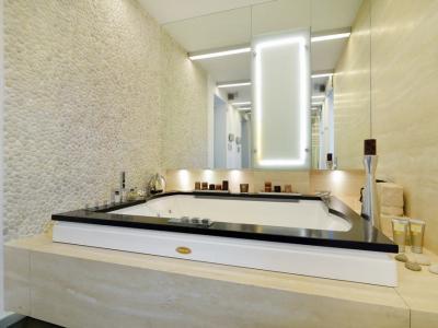 Łazienku z granitu + trawertyn